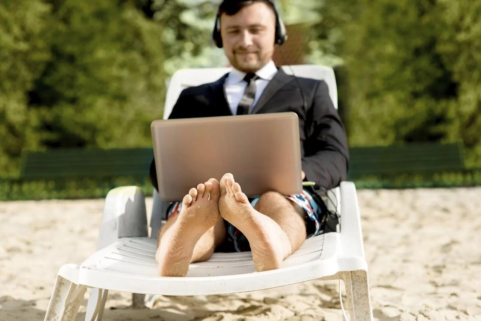 Escritório itinerante - que mistura praia, parques e coworking divertidos - é a nova aposta dos jovens empreendedores (Imagem via)