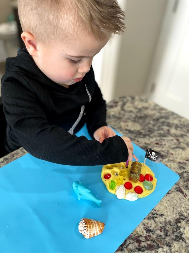 play dough sensory box