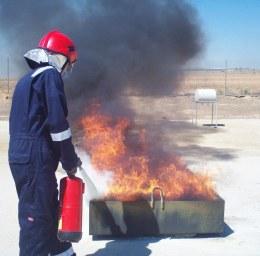 Alumnos Y Fuego En Foco Horizontal