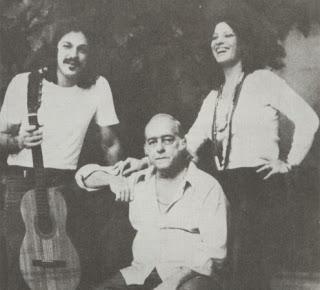 Clara Nuñez, Vinicius de Moraes et Toquino (de droite à gauche), dans une photo des années '70.