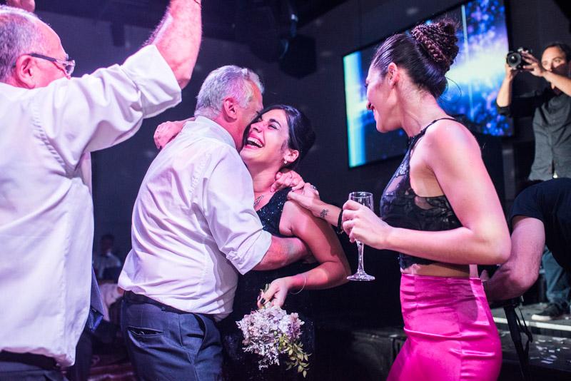 Vane y Pablo - Boda en Astilleros de Milberg Boda registrada por la premiada fotógrafa de boda en Buenos Aires Adriana Carolina. Foto de Boda.