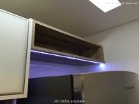 Nicho aberto sobre geladeira