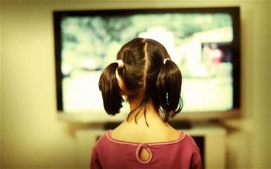Privitul la TV si copilul