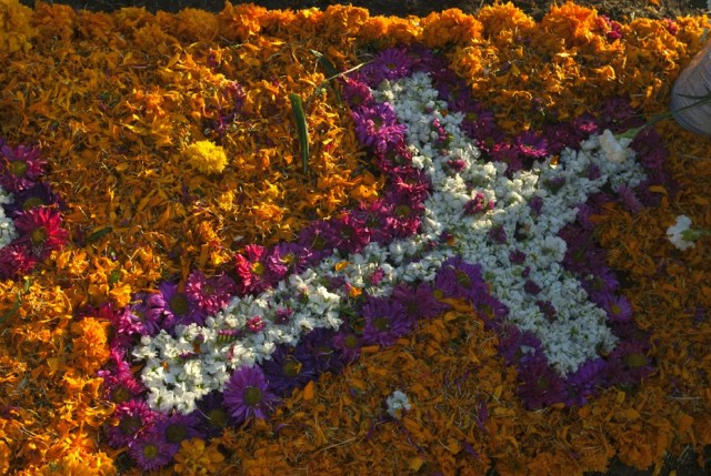 Cross made with flower petals. Photo courtesy of Carlos Contreras de Oteyza