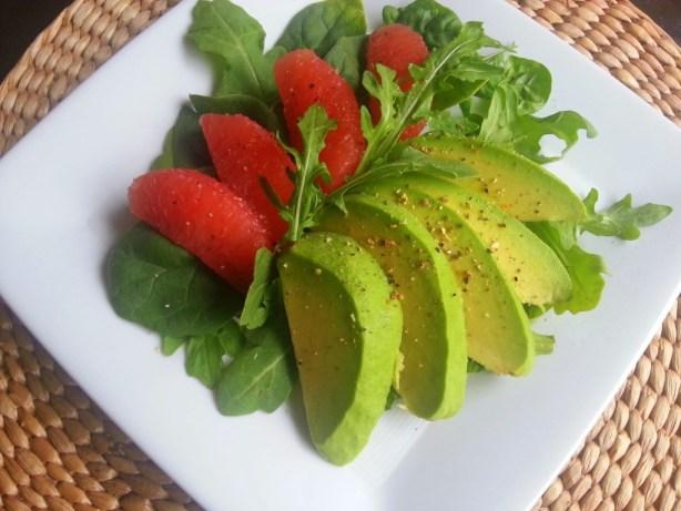 Ensalada fresca y saludable preparada con Avocados from Mexico