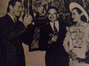 Hymie Fink (în mijloc), cel mai vechi paparazzo de la Hollywood