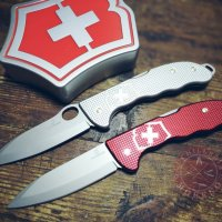 Victorinox Hunter Pro Alox Vs Victorinox Hunter Pro Alox Red