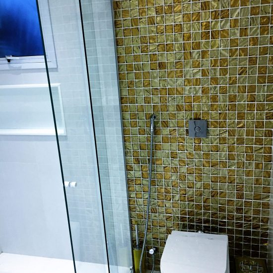 adriano-gronard-arquitetura-decoracao-banheiro-hóspedes-vinhedo-antes-depois