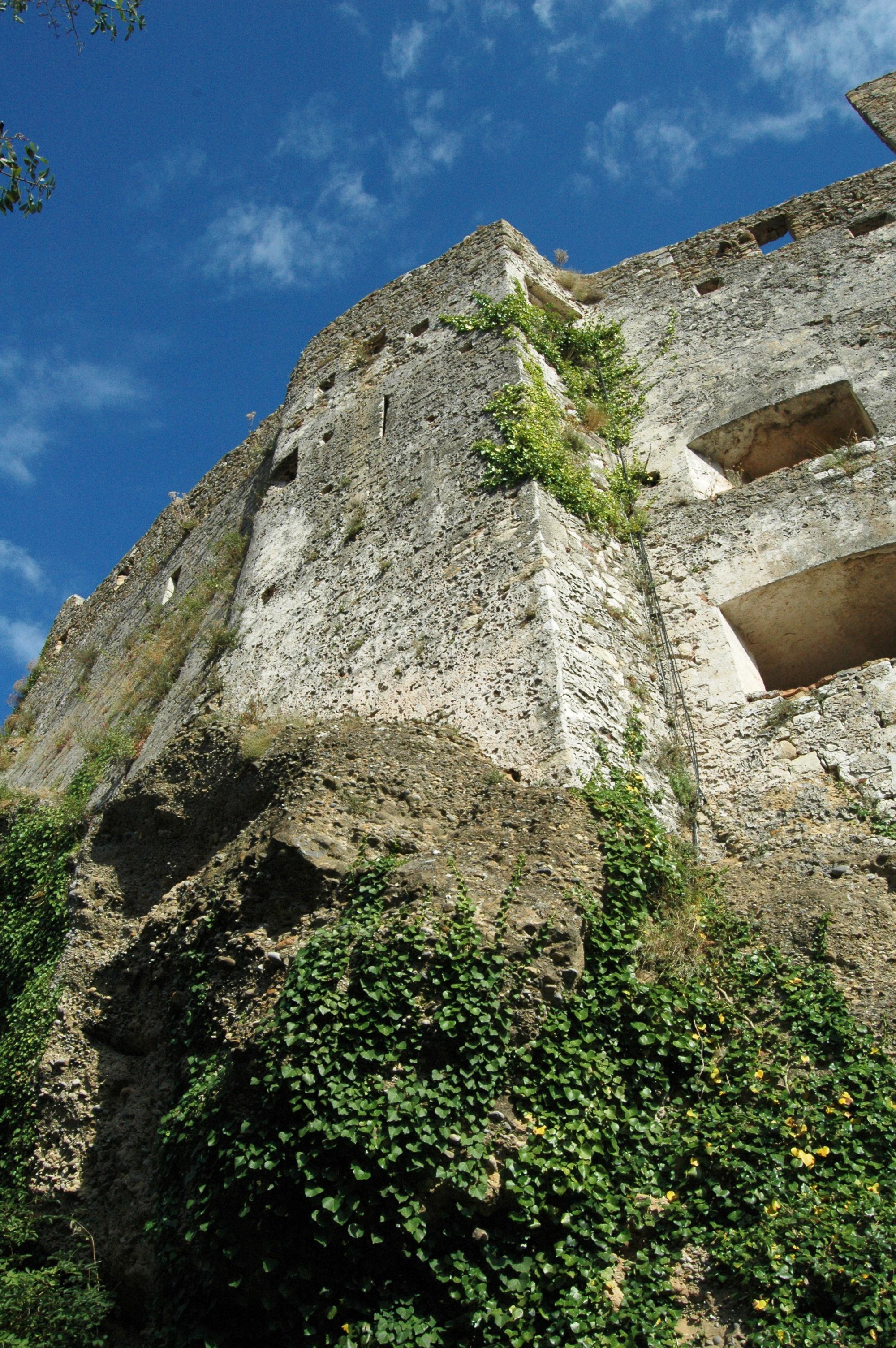 Roquebrune, Castello