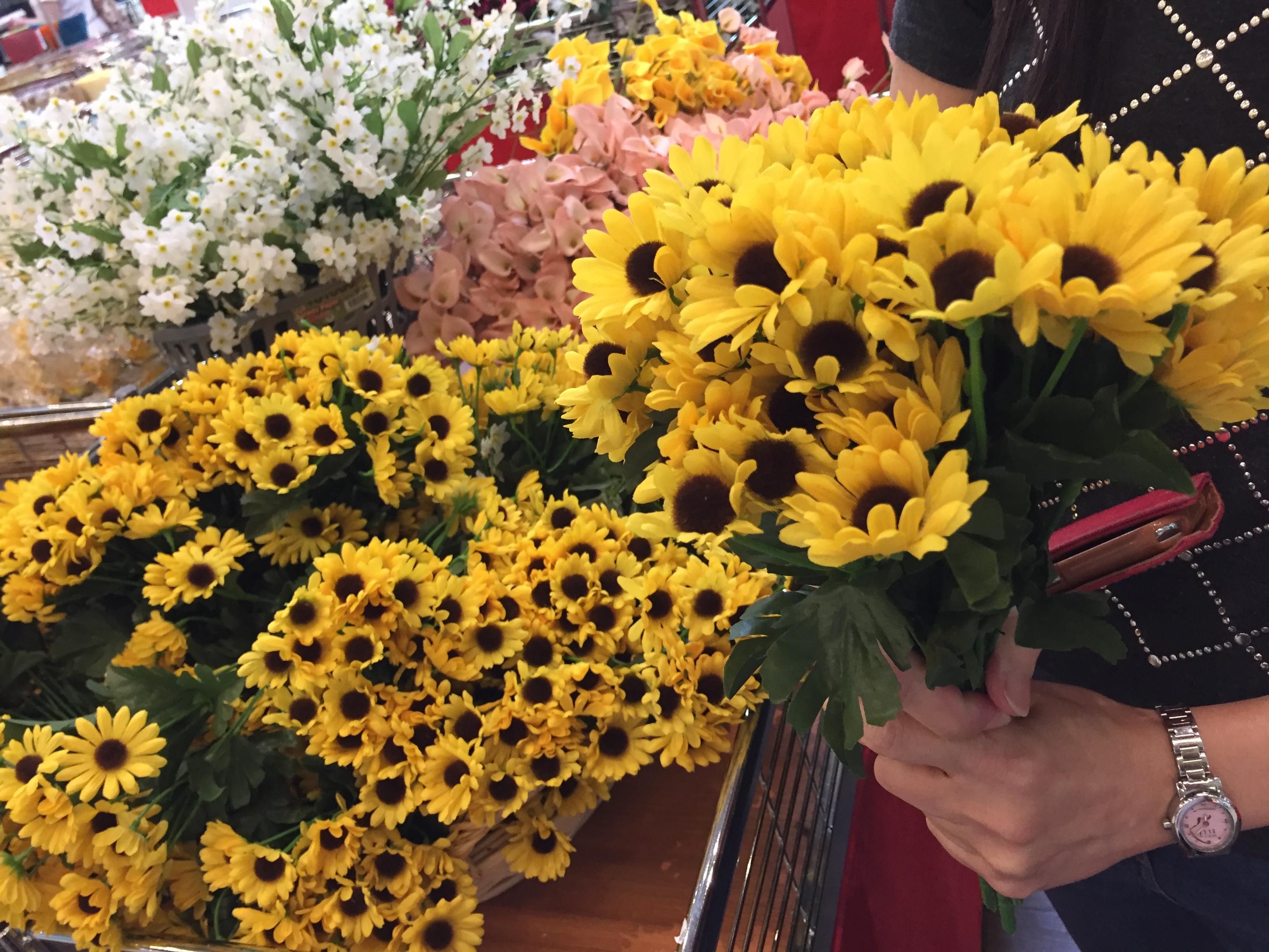 Wifey buys fake daisies again.