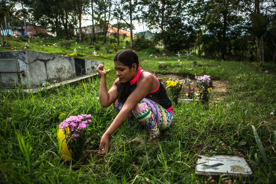 Una adolescente que creció en las filas de las Farc trata de rehacer su vida en Colombia