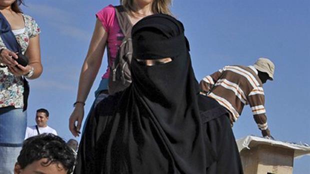 Angela Merkel abogó por la prohibición del velo que cubre la cara de las mujeres islámicas en Alemania –