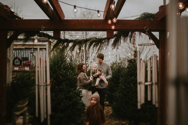Lunde's Wheaton IL tree farm adventure | Adri De La Cruz chicago family photographer