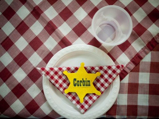 cowboy birthday party place setting