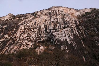 Les gorges du Tarn mur d'escalade en dévers