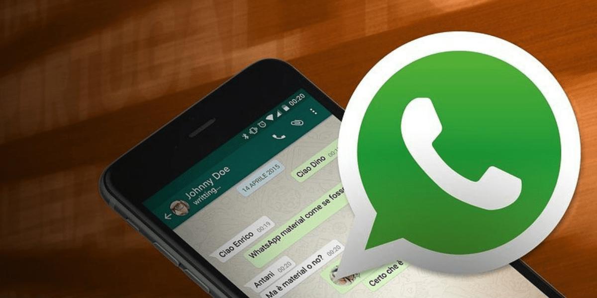 En WhatsApp se puede mencionar a un usuario para que sepa que le estamos hablando directamente a él. Esto es útil, por ejemplo, en los chats de grupo que están compuestos por muchas personas, ya que si el flujo de conversación es constante, a veces es difícil seguirlas todas.