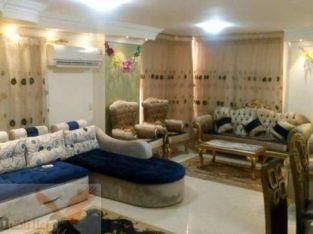 بالمربع الذهبي شقه 160متر 3غرف متشطبه تصلح سكن او شركه عنوان سهل واجهه