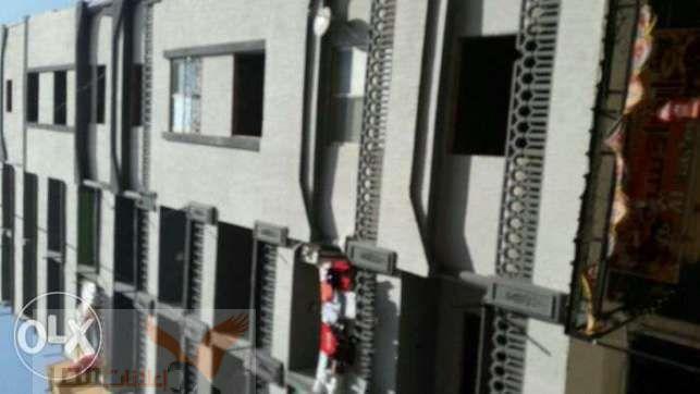 دورخامس شقتين على الطوب210م عمارة جديدة سلالم رخام واجهة ومدخل متشطبين
