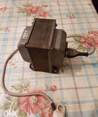 محول كهرباء إيطالى أصلى – ٢٢٠ ل ١١٠ فولت