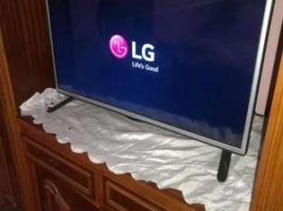 شاشة LG 32 بوصة برسيفر داخلي
