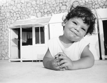 Enfant devant cabine Ault