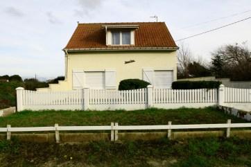 Maison avec enclos