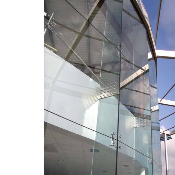 frameless glass splice at glass fin
