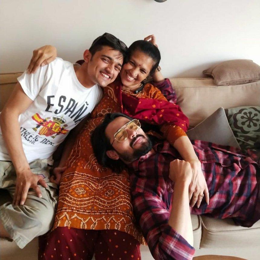 Bhuvan Bam Family photo