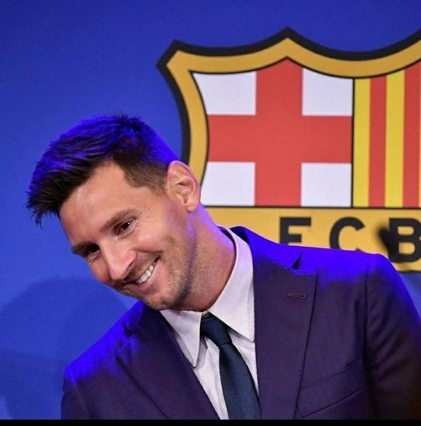 Smiling Lionel Messi meme template