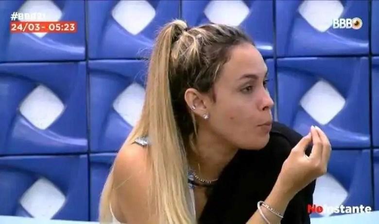 sarah grita com gilberto (foto: reprodução/tvglobo/globoplay)