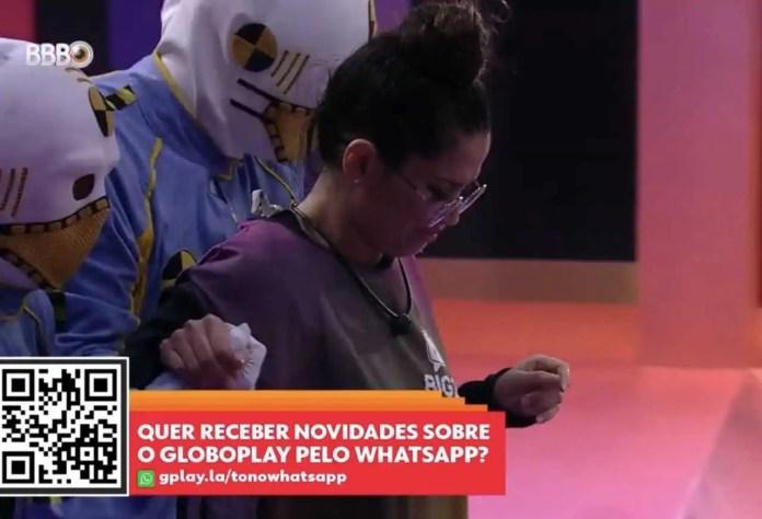 juliette chora, enquanto deixa a prova (reprodução/tvglobo/globoplay)