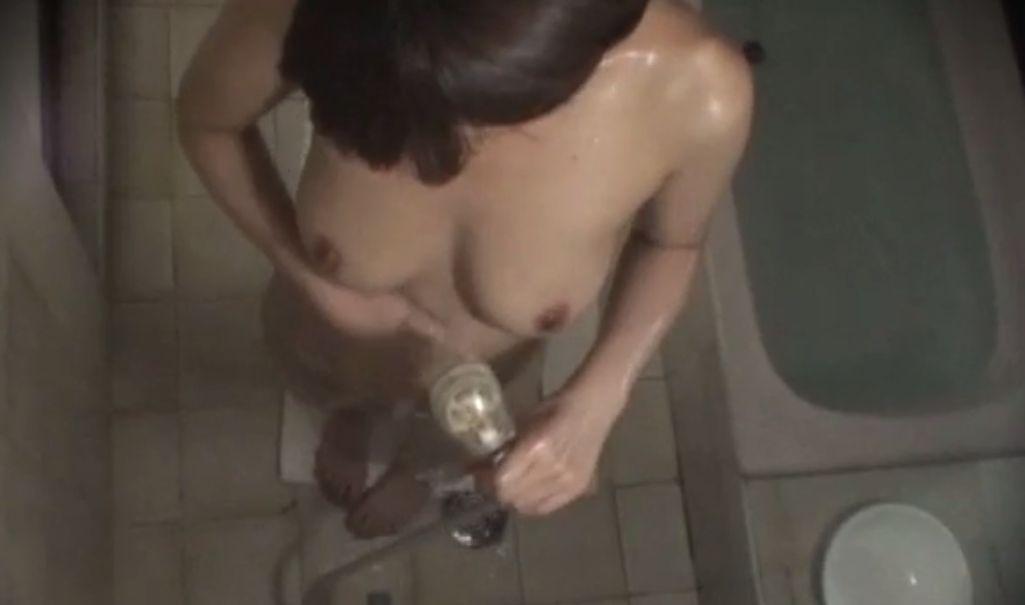浴室の風呂場も盗撮カメラでパシャリ