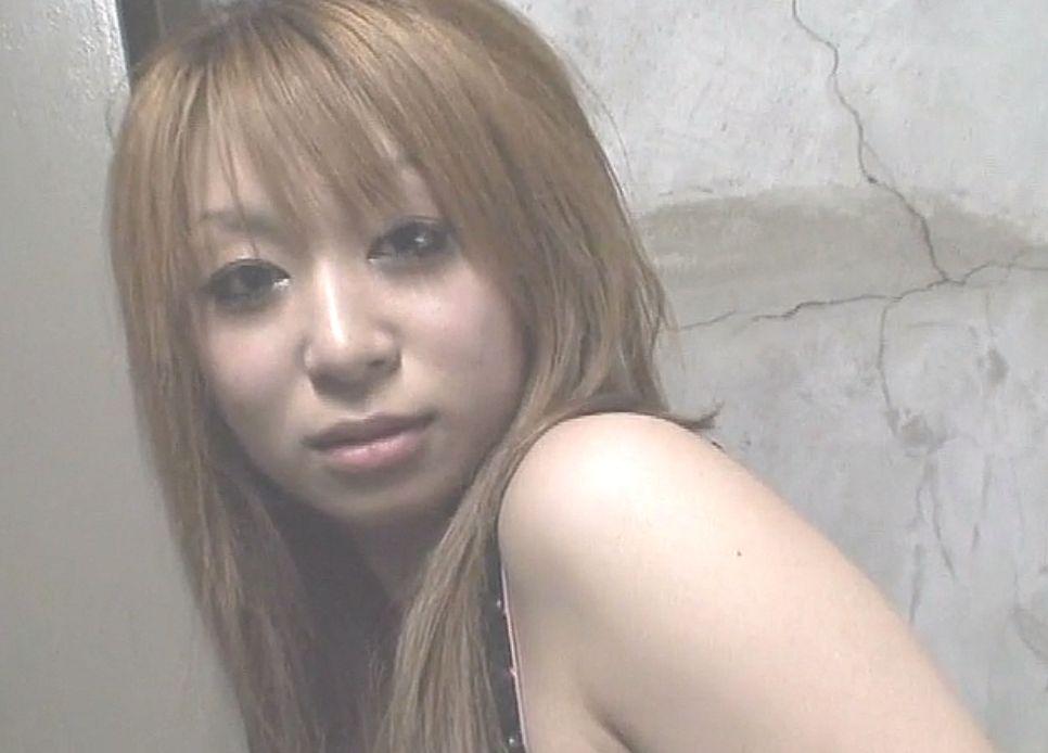 カメラ目線の素の表情が可愛くてキュートな仙台女子アンナちゃん