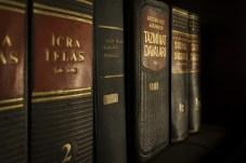 bookcase-books-bookshelf-159832