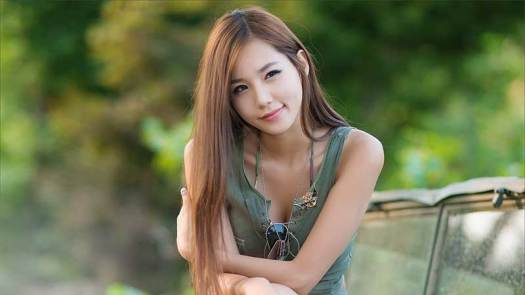 Beautiful Singaporean Woman Photo