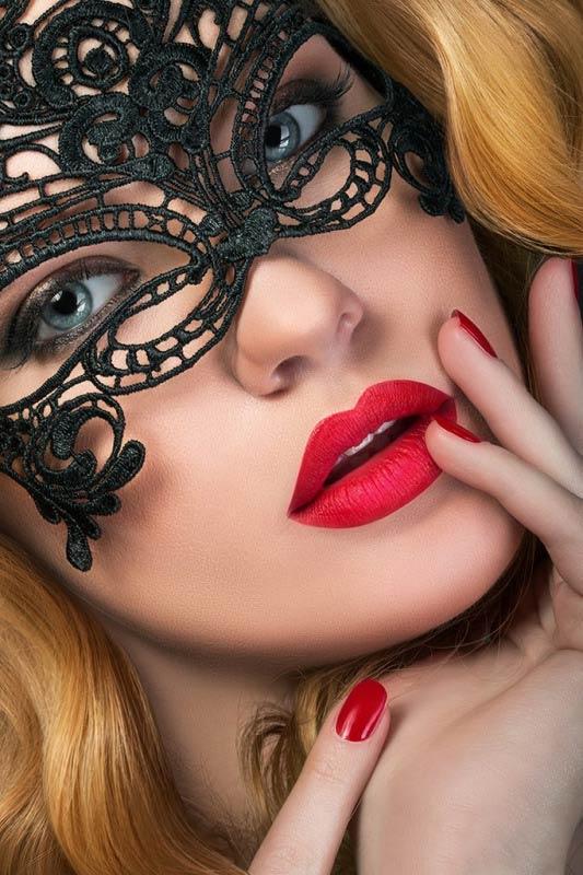 Masquerade woman