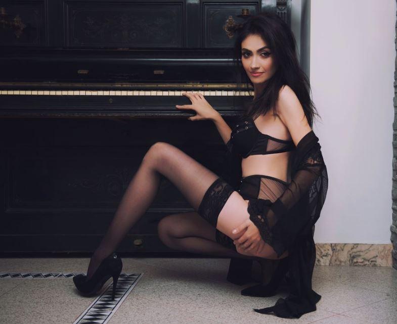 The Mysterious Webcam Woman Jennasexxy