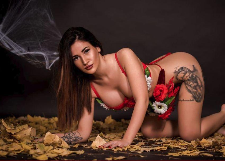 Sexy Queen SalmaHaze