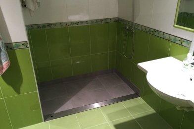 «Adaptación de zona de ducha para vivienda de usuario con silla de ruedas en Sevilla»
