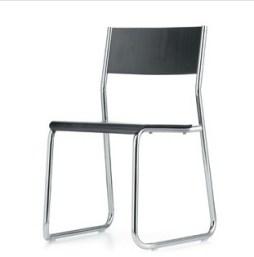Ein Stuhl der stilistisch gut zu dem Tisch Layko passt