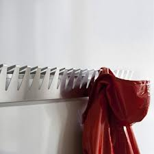 Ausführung Edelstahl mit übergehängtem Kleidungsstück
