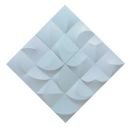 Zonder titel; 2014; 16 x 20 x 20 x 4,5 cm, diagonaal 100 x 100 x 4,5 cm; latten, katoen, acrylverf, vliegertouw