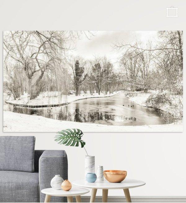 Winter 2021 in Park Buitenoord genomen vanaf de Dorpsstraat-Oost in Barendrecht. Deze foto heb ik zwart-wit bewerkt. Je ziet de kou in de foto terug.