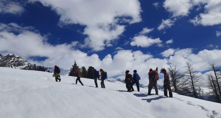 kashmir winter trek Marchoi_Adventure-pulse_climb to Shadimarg