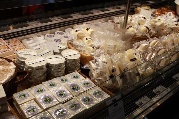 売店のチーズの写真