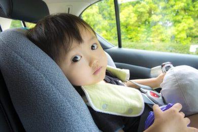 レンタカーに乗る赤ちゃんのアイキャッチ画像