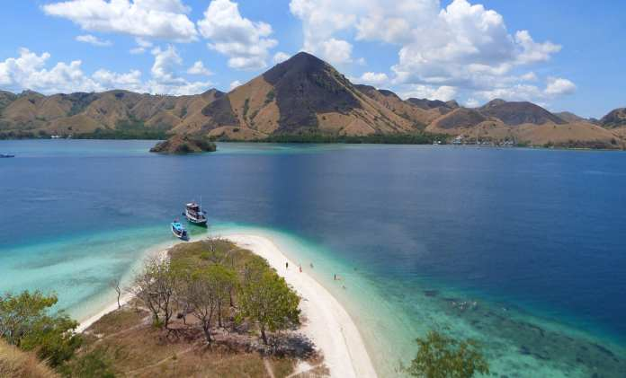 Make the Best Out of Tour to Komodo Dragon Island