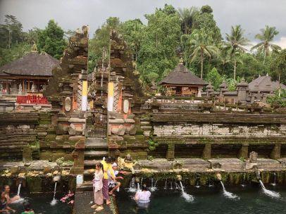 800px-Pura_Tirta_Empul,_Bali