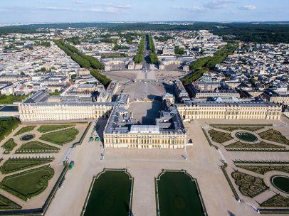 800px-Vue_aérienne_du_domaine_de_Versailles_par_ToucanWings_-_Creative_Commons_By_Sa_3.0_-_073