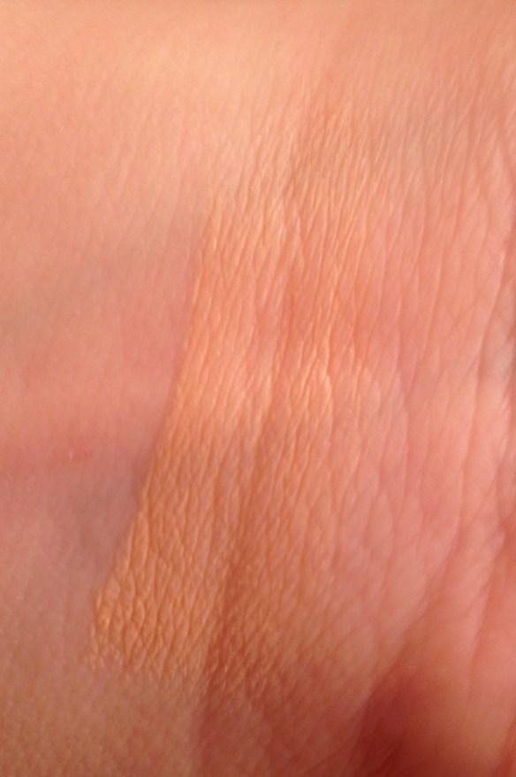L'Oreal Paris Magic Nude Liquid Powder Swatch #WalgreensBeauty #shop #cbias